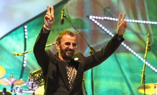 Ringo Stāram un Barijam Gibam piešķirts bruņinieka tituls