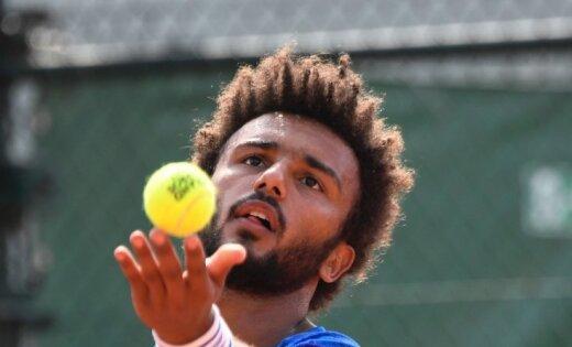 Video: Nepiedienīgas rīcības dēļ no Francijas atklātā čempionāta izslēdz tenisistu Hamū