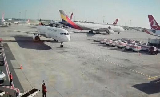 Вweb-сети появилось видео столкновения 2-х самолетов ваэропорту Стамбула
