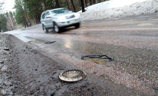 EK auditā atklāj brāķus Latvijas ceļu būvē; uzdod jau šogad salabot defektus