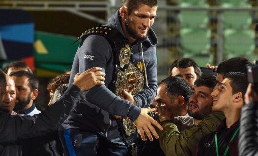ФОТО: Хабиб вернулся на родину — толпы ликующих фанатов встретили чемпиона