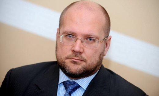 Krūms tiesā tomēr neatsakās no darba 'Trasta komercbankā', ziņo 'de facto'