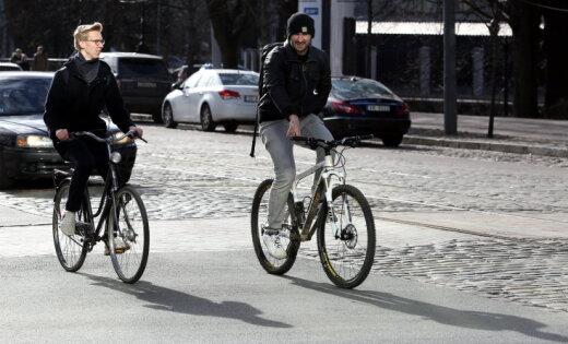 Kā sadzīvot uz ceļa – autovadītājus aicina pieteikties eksperimentam Rīgas ielās