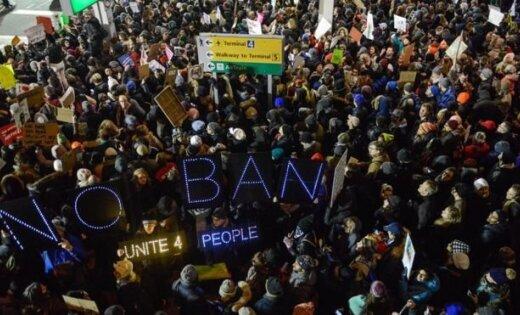 Суд остановил действие указа Трампа обиммигрантах