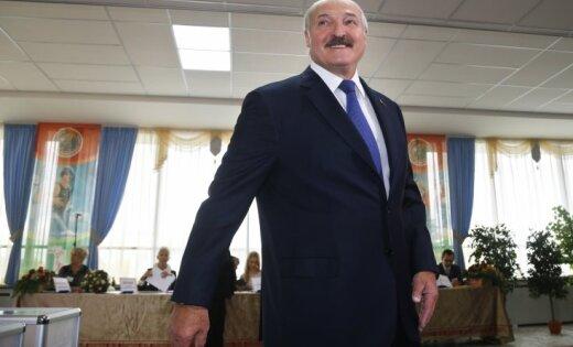 Госсекретарь Франции: ЕСприостановит санкции против республики Белоруссии на4 месяца