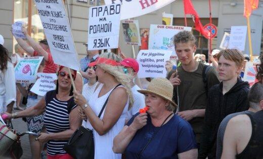 ВРиге несколько тыс. человек вышли намарш взащиту русских школ