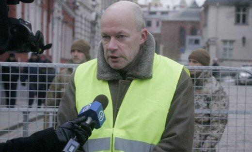 Гростиньш пожаловался в ПБ на призывы к убийству неграждан