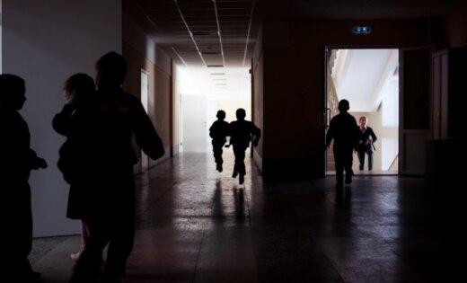 14% pusaudžu pēdējo mēnešu laikā ir cietuši no ņirgāšanās skolā