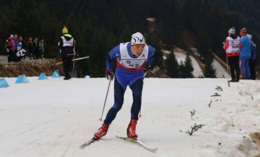 Bikše apsteidz vien divus konkurentus 'Tour de Ski' otrajā etapā