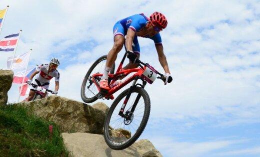 Kalnu riteņbraukšanas sacensībās olimpisko zeltu iegūst čehs Kulhavijs