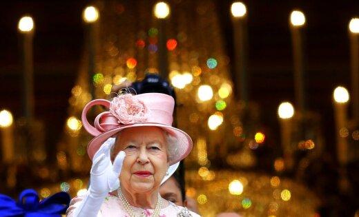 Ученик  попытался уничтожить  британскую королеву