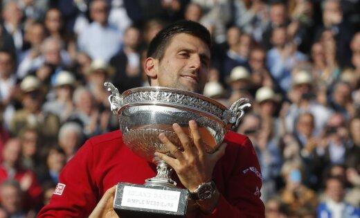 Сербский теннисист Новак Джокович впервый раз вкарьере одержал победу «Ролан Гаррос»
