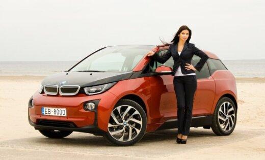 ФОТО: в Латвии продан первый электромобиль BMW i3