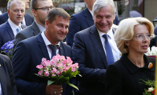 Шадурскис и Мурниеце возглавили шествие памяти жертв коммунистического геноцида