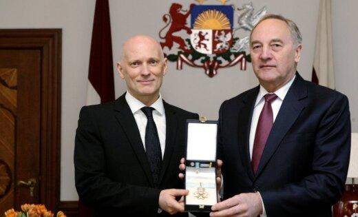 Alvis Hermanis pieņēmis Triju Zvaigžņu ordeni