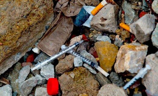 Наркоманы и бродяги терроризируют малышей из детсада
