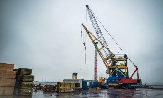 В Рижском порту продолжает сокращаться перевалка грузов