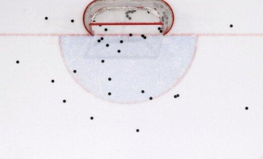 Video: Sāpīgs darbs ir ledus arēnas darbiniekiem hokejā