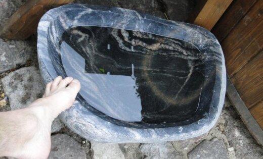 Для любителей бани: умелец высек из камня ванночку для ног (+ фото)