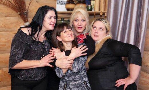 Ekskluzīvi foto: Sociālā šova dalībnieču sirsnīgā atkalredzēšanās