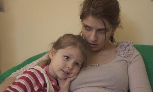 Video: Roberts Gobziņš sociālā projekta zvaigzni Lauru noved līdz asarām
