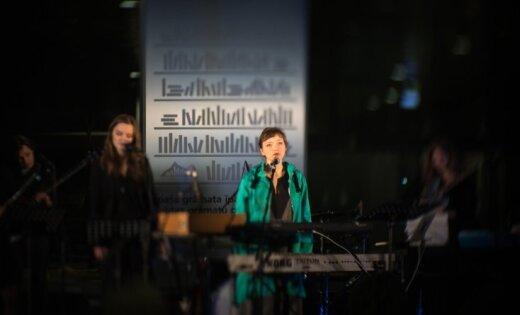 Foto: Sniedze Prauliņa Gaismas pilī prezentē albumu 'Inkrustācija'
