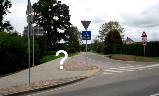Izvērstas ietves un saspiesti ceļi: lasītājs šokēts par ceļu pārbūvi Skaistkalnē