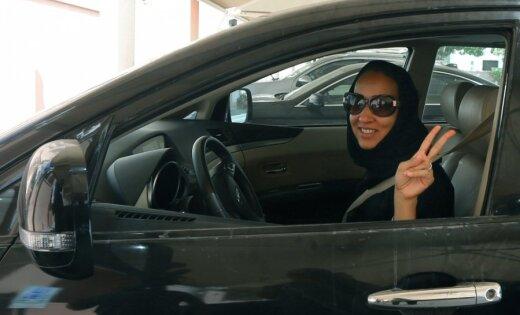 Женщинам Саудовской Аравии разрешили водить машины