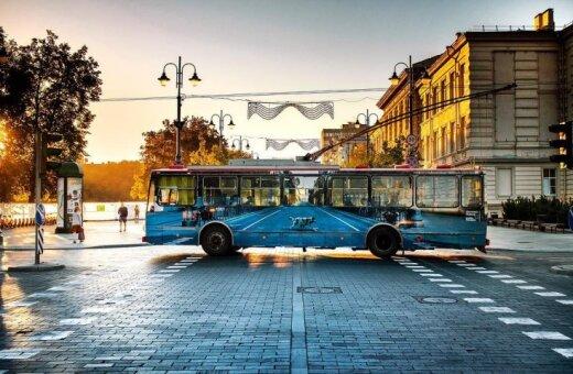 """Вильнюсские художники создали """"исчезающий троллейбус"""" (видео)"""