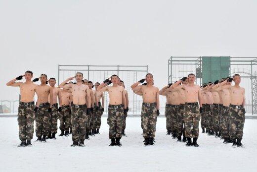 """На озверине и в каких-то там штанах. 30 фото тренировок китайских """"земессаргов"""""""