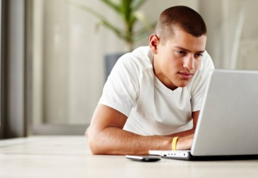 11 iemesli, kāpēc uzņēmuma profilu internetā neuzticēt jaunietim