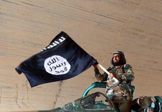 Американцы случайно сбросили исламистам партию оружия: http://rus.delfi.lv/news/daily/abroad/amerikancy-sluchajno-sbrosili-islamistam-partiyu-oruzhiya.d?id=45127092
