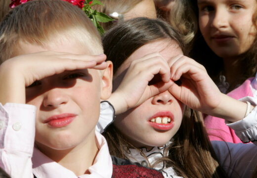 День знаний: 199 655 учеников сядут за парты в школах Латвии