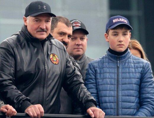 На этом фото как минимум трое членов клана Лукашенко. Найди хотя бы одного!
