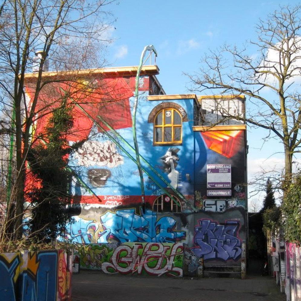 """Как выглядят 30 лет наслоения граффити из дома в Неймегене, где хиппи курили """"травку"""""""