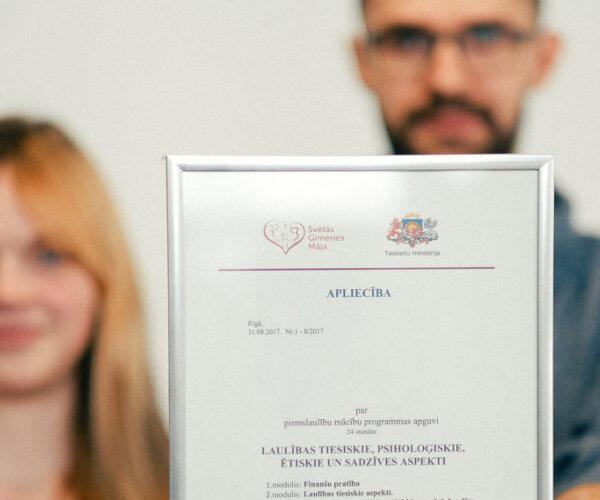 Ģimenes budžets, sievietes hormoni un 'genderisms' – ko 'Delfi' uzzināja TM pirmslaulību kursos