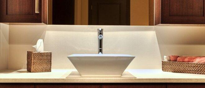 Gaismu spēles vannasistabā – idejas gaumīgam un pareizi izvietotam apgaismojumam