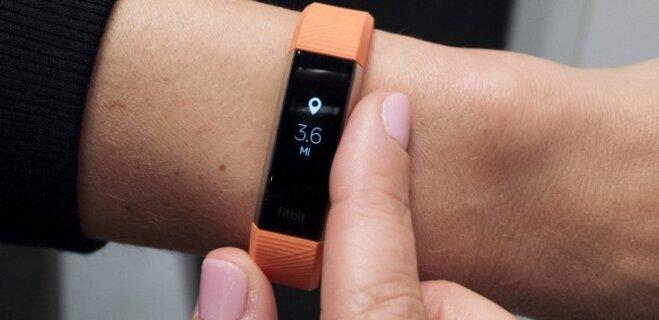 Браслет Fitbit спас женщине жизнь, заметив изменения в ее сердечном ритме
