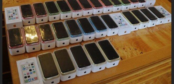 Ukrainas amatpersonas uzdāvina bāreņiem viltotus 'iPhone'
