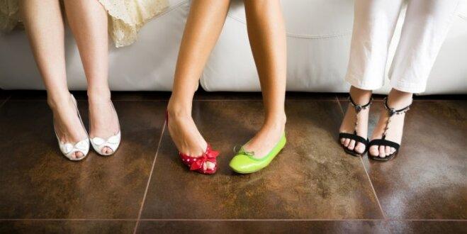 Sievišķībai augstpapēžu kurpes nav vajadzīgas: kā eleganti izskatīties laiviņās