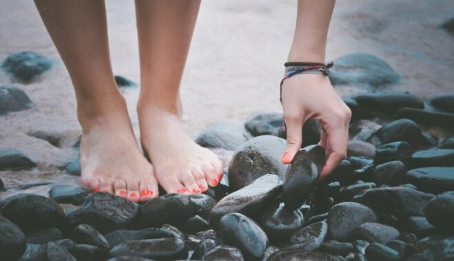 Натирает между ног что делать причины, советы, профилактика.