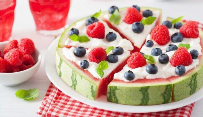 Stilīgākais vasaras kārums – arbūza pica ar grieķu jogurtu un ogām