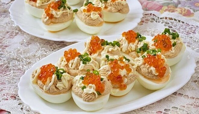 Pildītas olas ar tunci un ikriem