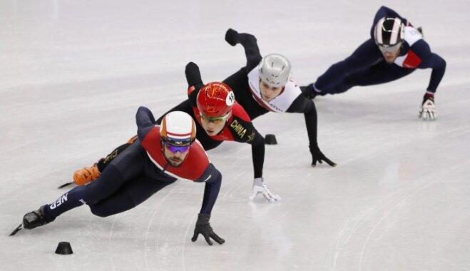 Latvijas šorttrekisti piedzīvojumiem bagātās cīņās kvalificējas olimpisko spēļu 1/4 finālam