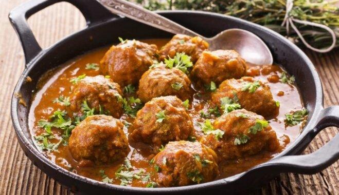 Mērcē sutinātas gaļas bumbiņas ātrām vakariņām: 17 receptes un padomi izsalkušajiem