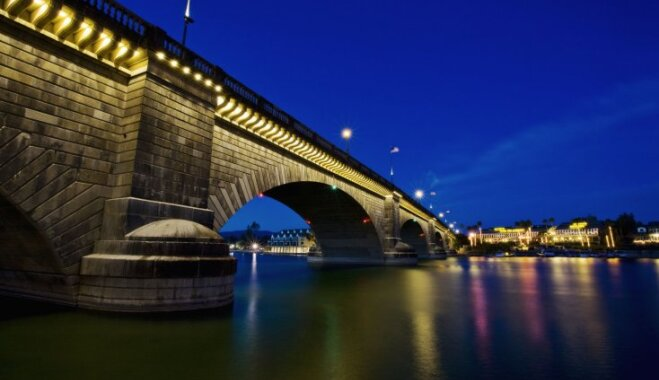Путешествие во времени: Зачем Лондонский мост продали в Америку и что с ним там стало