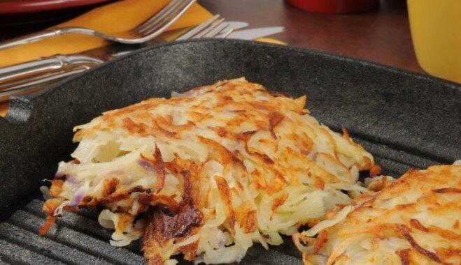 Ar sēnēm pildītas kartupeļu pankūkas