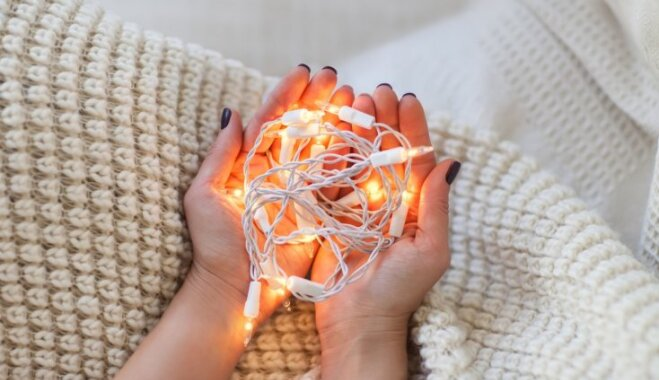 Bez sapiņķerēšanās – kā kompakti noglabāt lampiņu virtenes