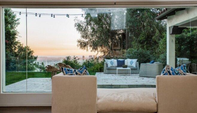 Saules staru apmirdzēta villa Holivudas kalnos