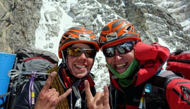 Latvijas ceļotāji par Himalaju ekspedīciju saņēmuši aktīvā tūrisma balvu 'Kristāla virsotne'